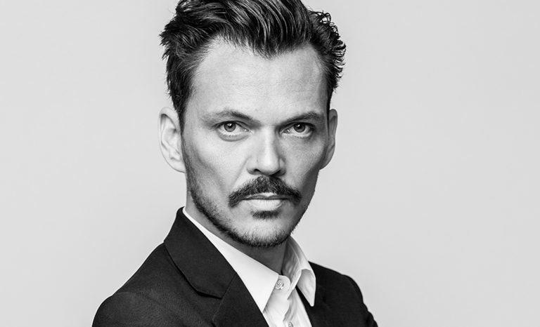 matthew williamson LEARN HOW TO DECORATE WITH STYLE WITH CB2 & MATTHEW WILLIAMSON 2matthew portrait  2 bw 768x466