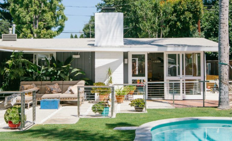 vintage home A VINTAGE HOME IN LONG BEACH cover 1 2 768x466