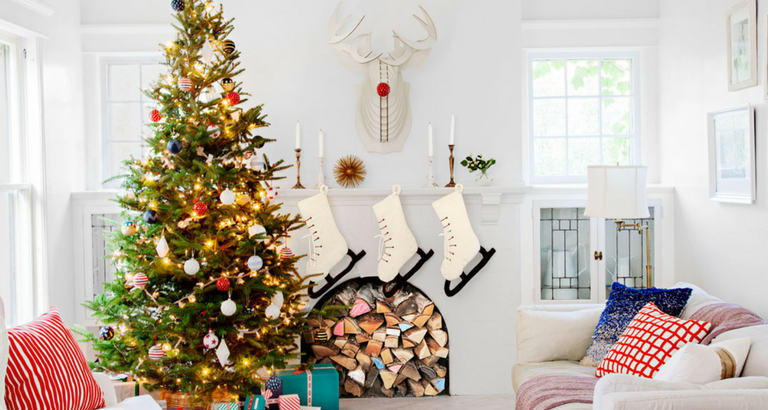 Stay Warm and Cozy with These Ideas on Christmas Decor for Mantels_9 christmas decor for mantels Stay Warm and Cozy with These Ideas on Christmas Decor for Mantels Stay Warm and Cozy with These Ideas on Christmas Decor for Mantels feat 768x410