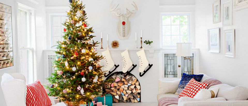 Stay Warm and Cozy with These Ideas on Christmas Decor for Mantels_9 christmas decor for mantels Stay Warm and Cozy with These Ideas on Christmas Decor for Mantels Stay Warm and Cozy with These Ideas on Christmas Decor for Mantels feat 959x410