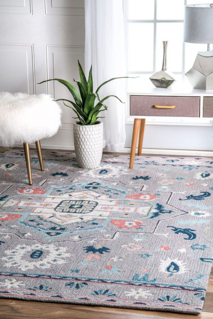Floral-and-Geometric-Rugs-That-Are-Truly-Instagram-Worthy_6 (1) geometric rugs Floral and Geometric Rugs That Are Truly Instagram-Worthy Floral and Geometric Rugs That Are Truly Instagram Worthy 6 1 683x1024