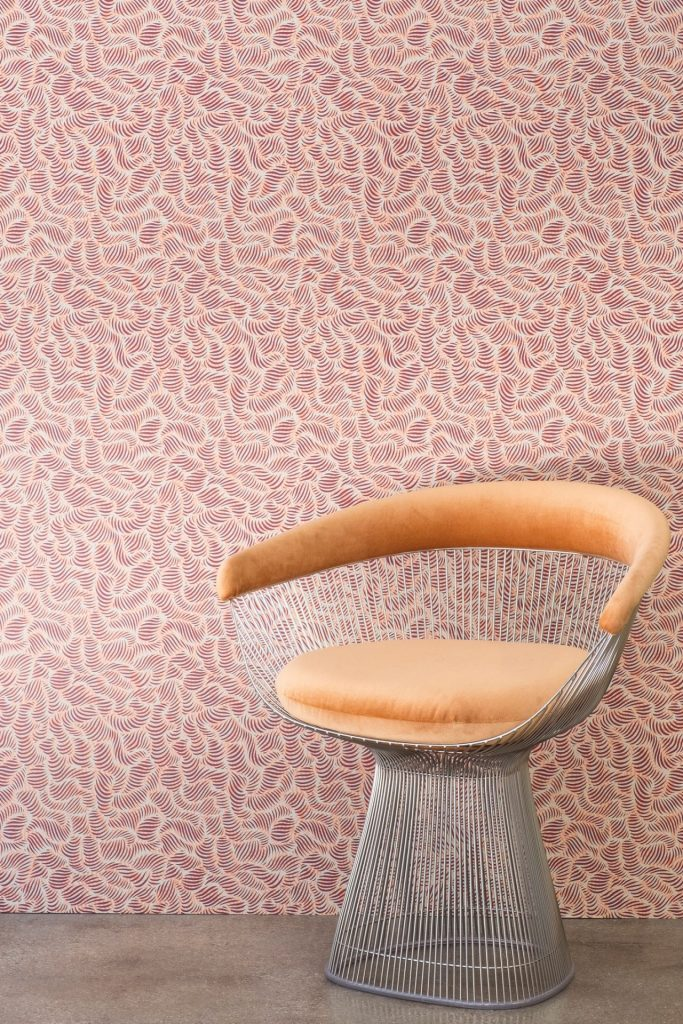 10 Mid-Century Modern Wallpaper Ideas That You Will Love!_7 mid-century modern wallpaper 10 Mid-Century Modern Wallpaper Ideas That You Will Love! 10 Mid Century Modern Wallpaper Ideas That You Will Love 7 683x1024