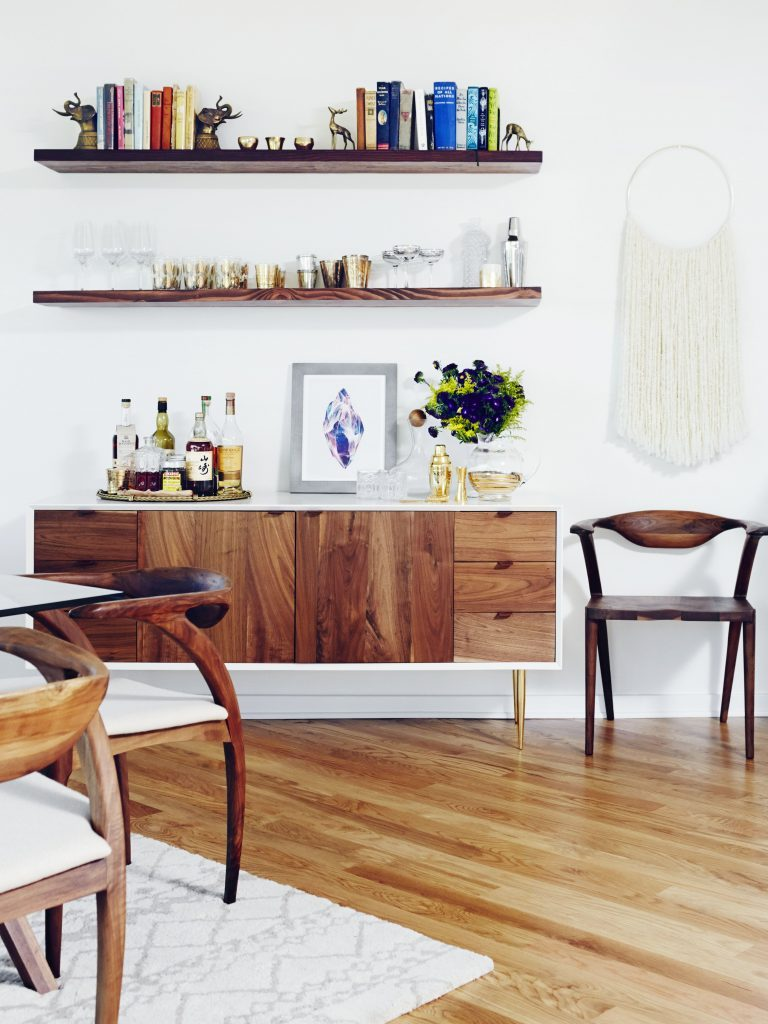 8 Essential Mid-Century Credenzas That Are A Must For Any Design Lover_1 mid-century credenzas 8 Essential Mid-Century Credenzas That Are A Must For Any Design Lover 8 Essential Mid Century Credenzas That Are A Must For Any Design Lover 1 768x1024
