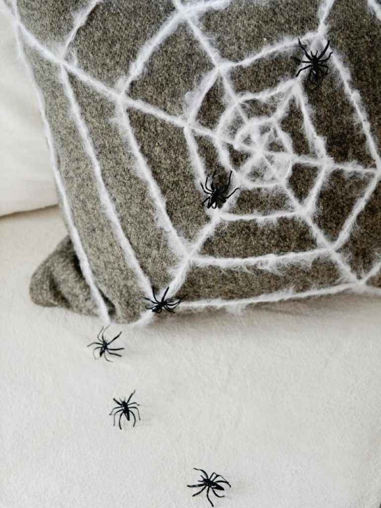 Our Last Minute Checklist for a Chic Halloween Home Decor_4 halloween home decor Our Last Minute Checklist For A Chic Halloween Home Decor Our Last Minute Checklist for a Chic Halloween Home Decor 4 768x1024