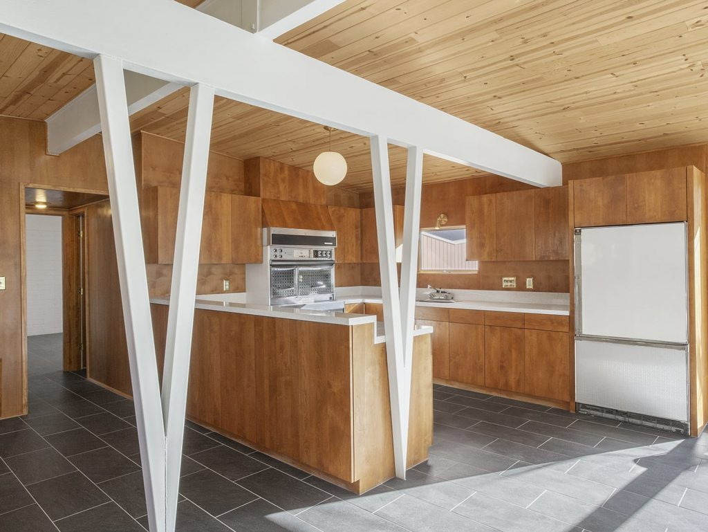 This Mid-Century Home In Palm Springs Listed For $600K Is A Looker!_6 mid-century home This Mid-Century Home In Palm Springs Listed For $600K Is A Looker! This Mid Century Home In Palm Springs Listed For 600K Is A Looker 6 1024x769