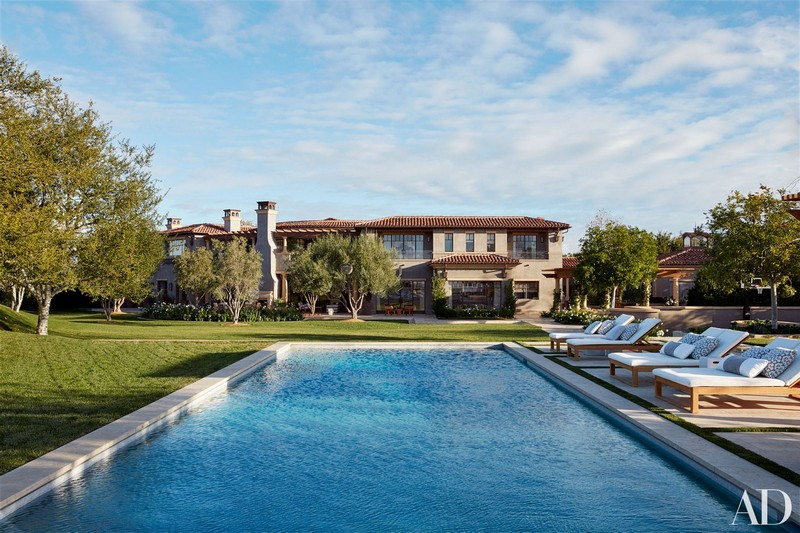 Khloé Kardashian Has Listed Her Luxurious and Famous Calabasas Home khloé kardashian Khloé Kardashian Has Listed Her Luxurious and Famous Calabasas Home Khlo   Kardashian Has Listed Her Luxurious and Famous Calabasas Home 5