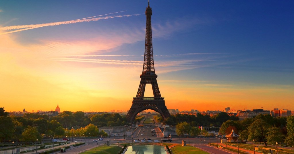 Did you know that there were apartments inside the Eiffel Tower Eiffel Tower Did you know that there were apartments inside the Eiffel Tower? Did you know that there were apartments inside the Eiffel Tower 6
