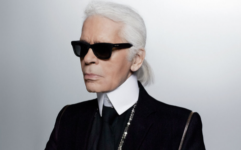 Karl Lagerfeld, The Iconic Chanel Designer Who Revolutionized Fashion_5 karl lagerfeld Karl Lagerfeld, The Iconic Chanel Designer Who Revolutionized Fashion Karl Lagerfeld The Iconic Chanel Designer Who Revolutionized Fashion feat 480x300