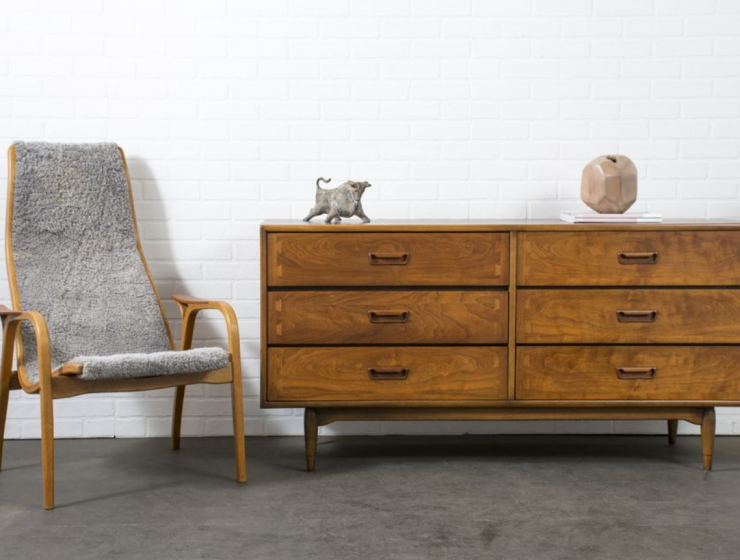 Mid-Century Sideboards_ A Must-Have for Every Interior Design Lover_feat mid-century sideboards Mid-Century Sideboards: A Must-Have for Every Interior Design Lover Mid Century Sideboards  A Must Have for Every Interior Design Lover feat 740x560