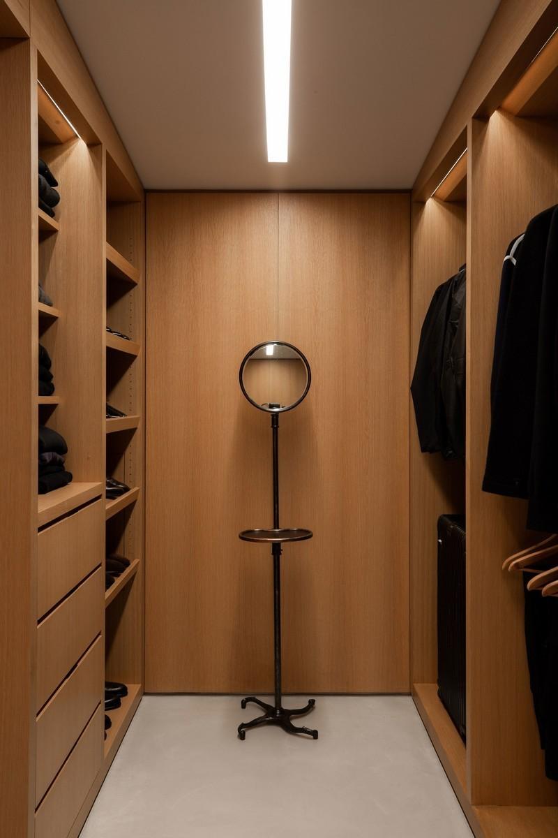 jason statham Get Inside Jason Statham's Amazing Mid-Century Modern Home JS Rising Glen 230