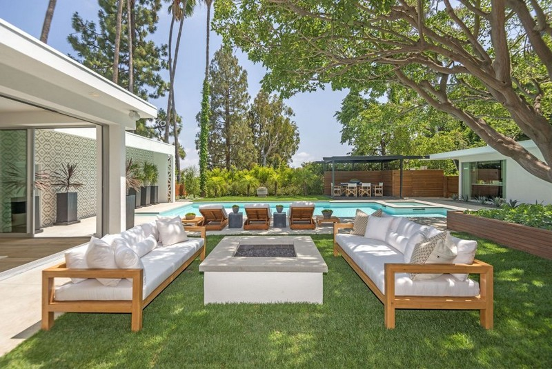 Cindy Crawford's Famous Beverly Hills Mid-Century Home Is For Sale! cindy crawford Cindy Crawford's Famous  Beverly Hills Mid-Century Home Is For Sale! Cindy Crawfords Famous Beverly Hills Mid Century Home Is For Sale 2