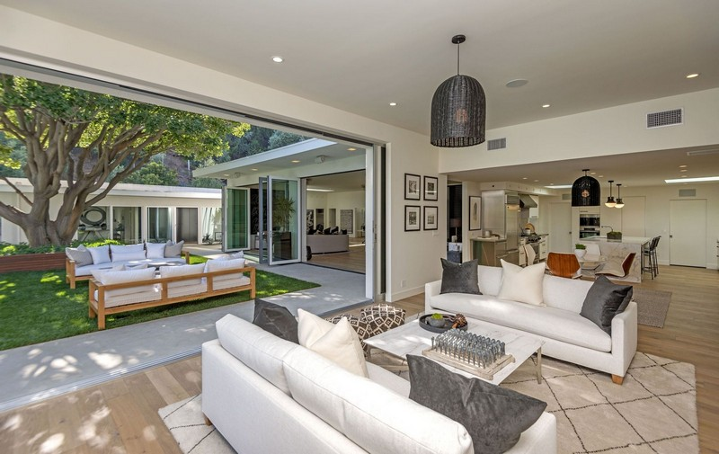 Cindy Crawford's Famous Beverly Hills Mid-Century Home Is For Sale! cindy crawford Cindy Crawford's Famous  Beverly Hills Mid-Century Home Is For Sale! Cindy Crawfords Famous Beverly Hills Mid Century Home Is For Sale 3