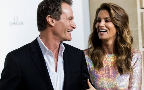 Cindy Crawford's Famous Beverly Hills Mid-Century Home Is For Sale! cindy crawford Cindy Crawford's Famous  Beverly Hills Mid-Century Home Is For Sale! Cindy Crawfords Famous Beverly Hills Mid Century Home Is For Sale capa 480x300