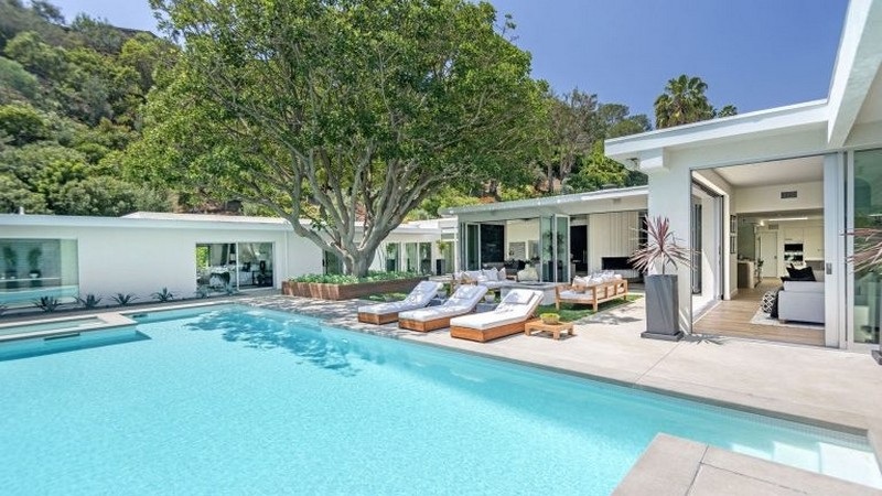 Cindy Crawford's Famous Beverly Hills Mid-Century Home Is For Sale! cindy crawford Cindy Crawford's Famous  Beverly Hills Mid-Century Home Is For Sale! Cindy Crawfords Famous Beverly Hills Mid Century Home Is For Sale
